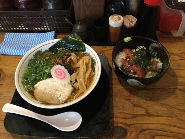 「醤油ラーメン+マグロ丼(¥700+250)」@らーめん 一空の写真