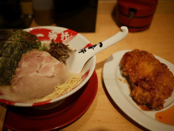 「白 博多麺 ハリガネ+サービス トンから」@大名古屋一番軒の写真