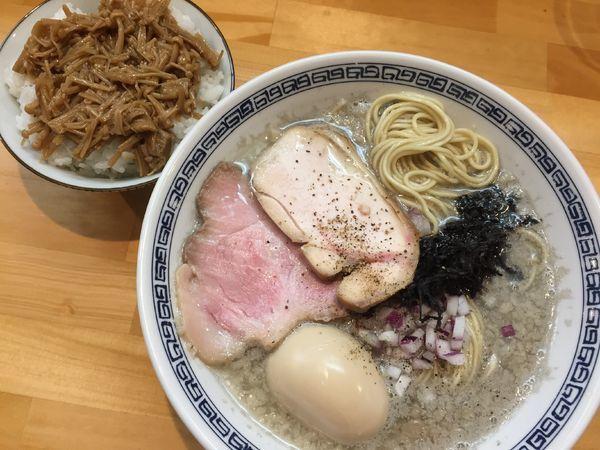 「背脂煮干そば(900円)+今日のご飯」@麺屋 弥栄の写真