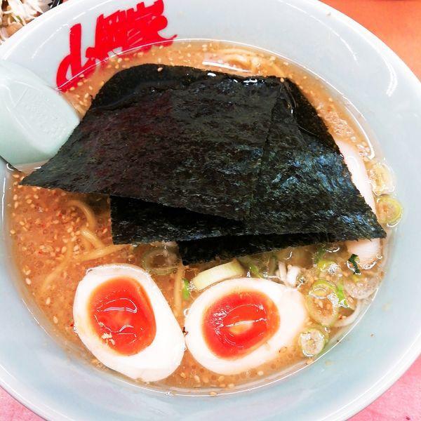 「味噌ラーメン(硬め、薄め、多め)+味玉(クーポン)」@ラーメン山岡家 さいたま宮前店の写真