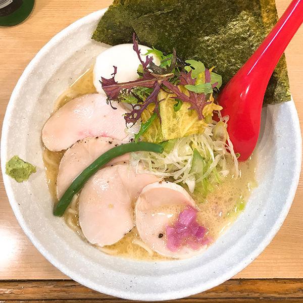 「特選盛 鶏骨塩らぁ麺」@らーめん 桑嶋の写真