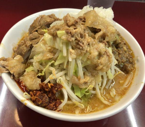 「味噌ラーメン +たまねぎ、四周年のキーマカレー」@ジラフの写真