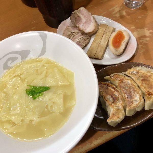 「ひもかわらぁめん(塩)+爆じゅう餃子(3個)」@爆じゅう餃子 餃点の写真