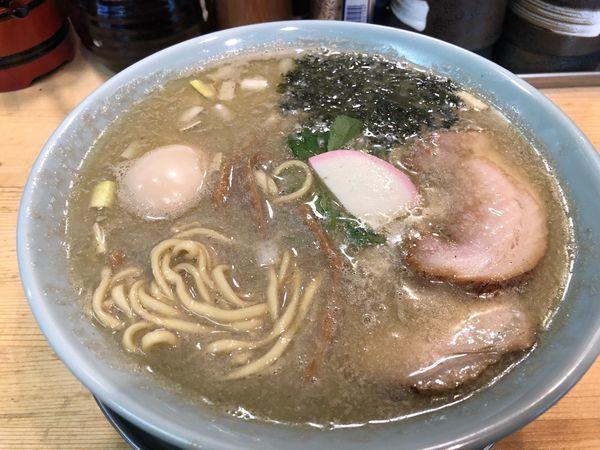 「【週二限定】魚群煮干し中華そば820円、味玉100円」@机上の空論の写真