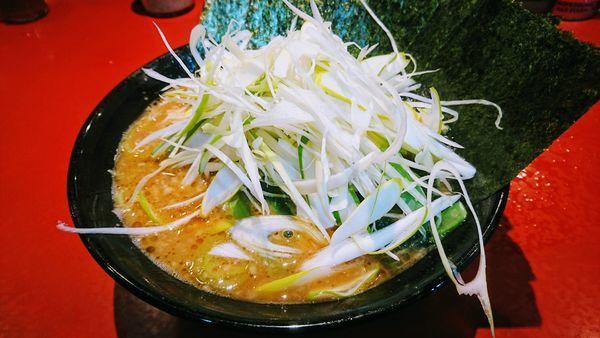 「ラーメン(麺硬め・味濃いめ)+海苔・下仁田葱」@厚木家の写真