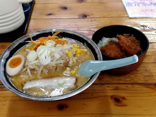 「ランチセット(みそラーメン+ミニかつ丼)850円」@ラーメン焼肉 笑吉の写真