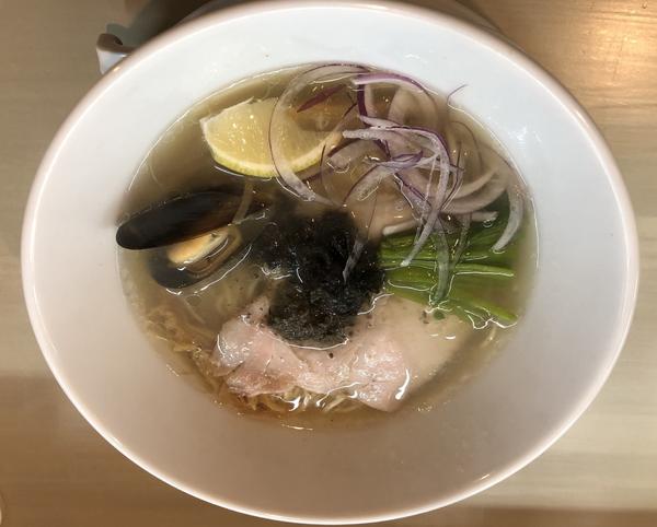 「淡麗塩そば味玉入り」@Noodle Atelier UNOの写真