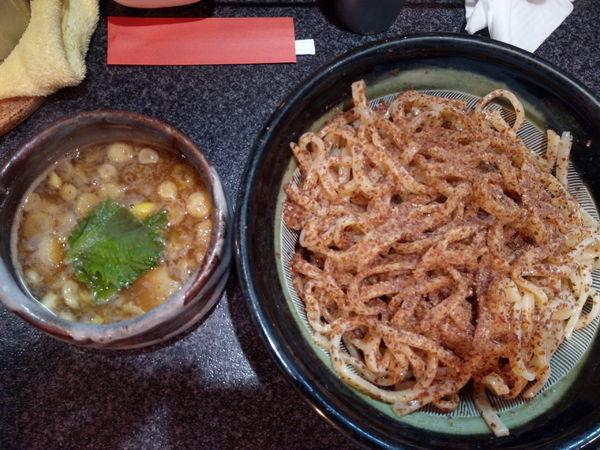 「全粒粉つけ麺」@烈志笑魚油 麺香房 三くの写真