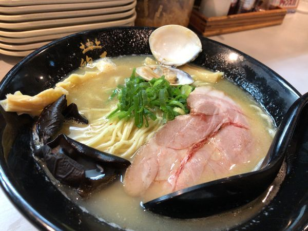 「鶏とハマグリの醤油そば 950円」@鶏王けいすけ 秋葉原店の写真