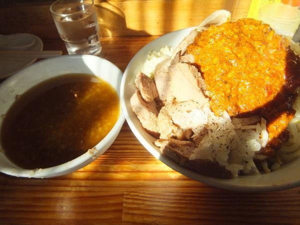 「豚入りオロチョンつけ麺中盛800円(ニンニクアブラ野菜ヤクミ」@にかいやの写真