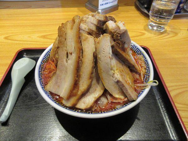 「赤いバカ豚麺(1350円)+チャーシュー300円」@常勝軒 総本店の写真