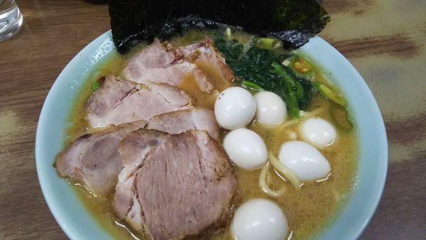 「チャーシュー麺(並)¥900+うずらの卵¥50」@壱六家 磯子本店の写真