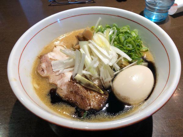 「味噌らあ麺850円、味玉」@麺や 虎徹の写真