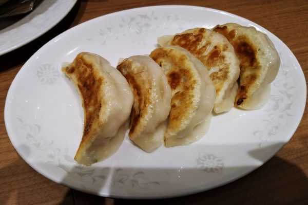「特製焼き餃子(5個) 518円」@中華料理 龍城の写真