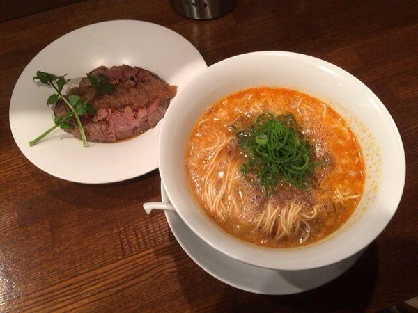 「担々麺+炙り焼きチャーシュー」@創作麺工房 鳴龍の写真