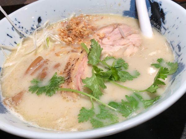 「グリーンカレー鶏そば」@自家製麺 鶏そば 三歩一の写真
