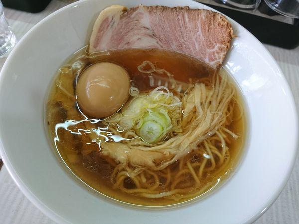 「しょうゆらーめん+煮玉子」@拉麺 しのざきの写真