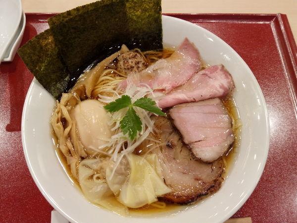 「特製中華そば」@麦と麺助 新梅田中津店の写真