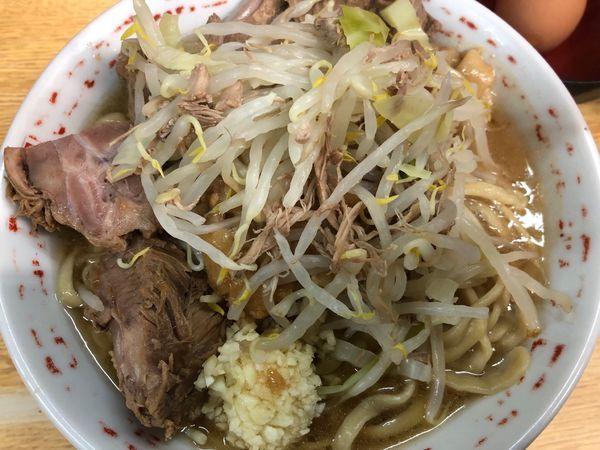 「小豚 タマネギ、卵トッピング」@ラーメン二郎 環七新新代田店の写真