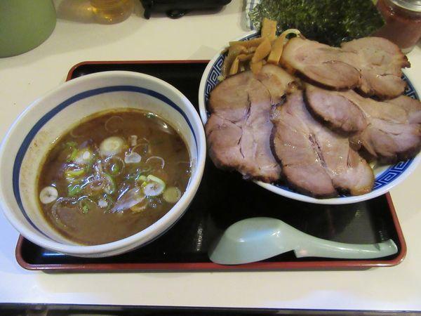 「限定 ロースチャーシューつけ麺(1100円)+大盛100円」@麺屋ゆうの写真