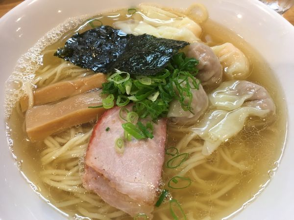 「特製ワンタン麺 白だし」@支那そば 大和 稲荷町本店の写真
