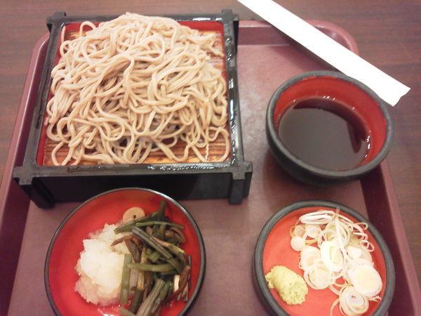 「冷し山菜おろしそば 800円」@東京シェフズキッチン そば処 羽田あずみ野の写真