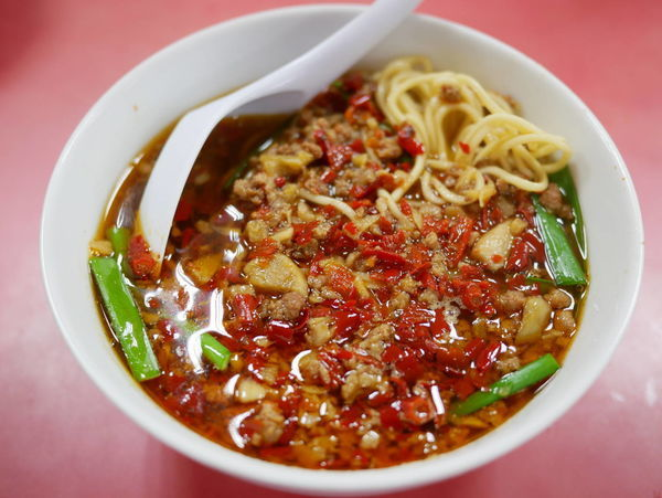 「台湾ラーメン 麺硬め+ニンニクチャーハン」@中国南北酒菜 味仙 矢場店の写真