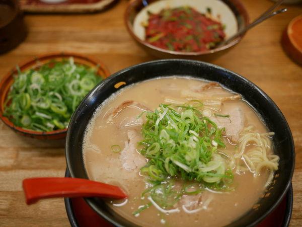 「特製ラーメン 麺硬め+ネギ多め」@うま屋ラーメン 錦店の写真
