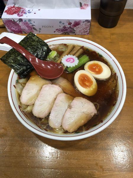 「焼豚ワンタン麺味玉入り」@とら食堂 松戸分店の写真