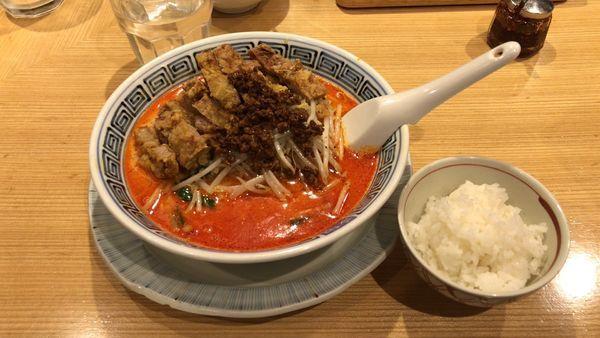 「排骨坦々麺中辛¥1,240、サービスライス」@希須林 赤坂店の写真