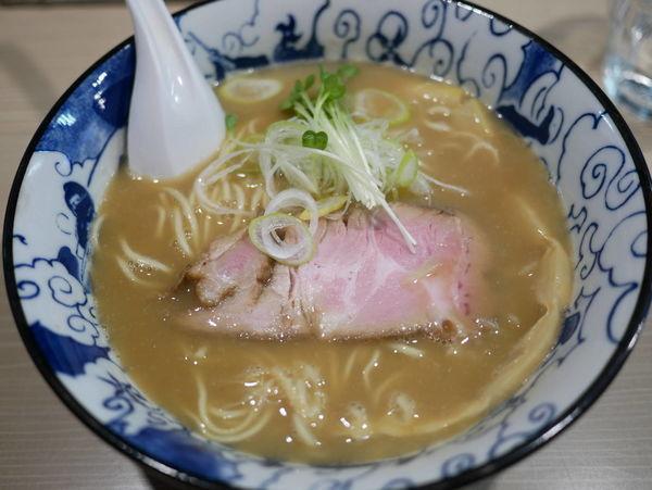 「鶏白湯魚介そば」@麺屋 鶯 uguisuの写真