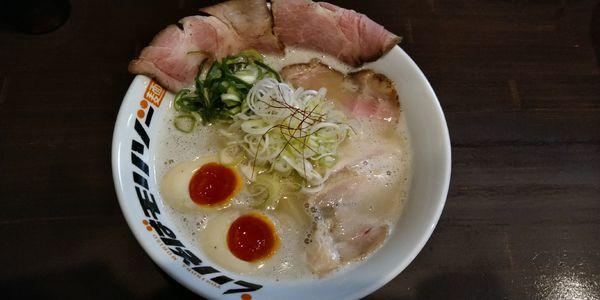 「鶏と豚皮の白湯塩そば」@とりそばモリゾーの写真