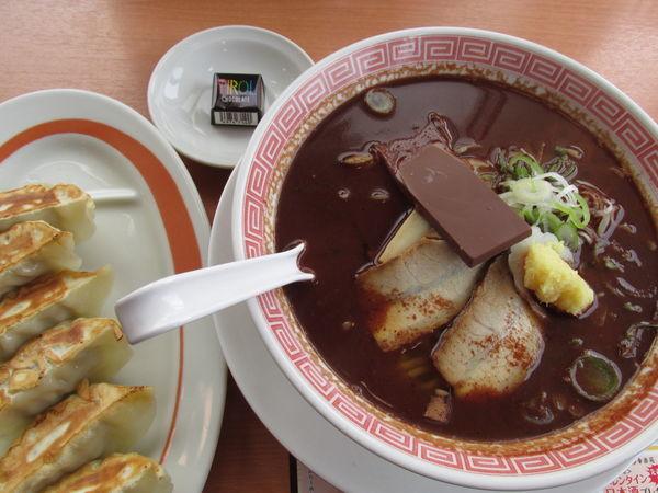 「チョコレートらーめん(餃子セット) 「766円」」@幸楽苑 武里店の写真