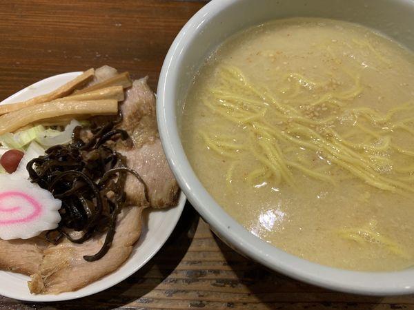 「半とろ肉ラーメン塩」@らーめん 山頭火 新宿南口店の写真