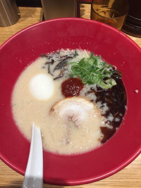 「赤丸新味+半熟塩たまご ¥850+80」@博多一風堂 本厚木ミロードイースト店の写真