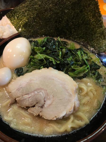 「味玉ラーメン+ほうれん草増し」@横濱家系ラーメン 銀輪家の写真