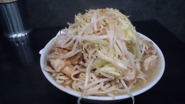 「醤油太麺・大盛り・煮豚増し(ニンニク無し)¥1200」@のスた 凛本店の写真