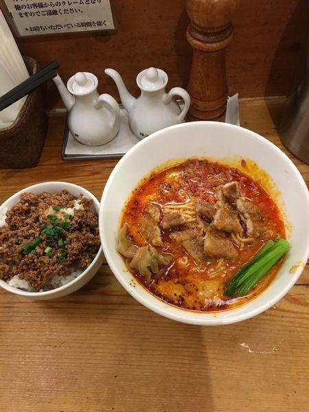 「排骨担々麺 辛さ2+肉ご飯」@担々麺 ほおずきの写真