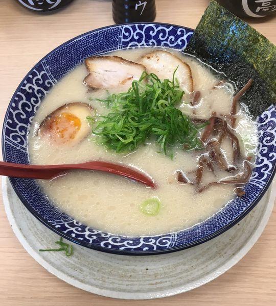 「博多とんこつ全部のせ(780¥)」@博多ラーメン鶴亀堂 三郷店の写真