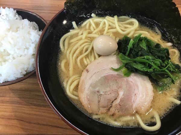 「家系ラーメン(醤油) 730円」@横浜家系ラーメン 壱角家 スカイツリー店の写真