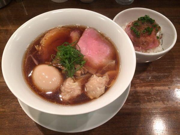 「特製醤油拉麺+チャーシューご飯」@創作麺工房 鳴龍の写真