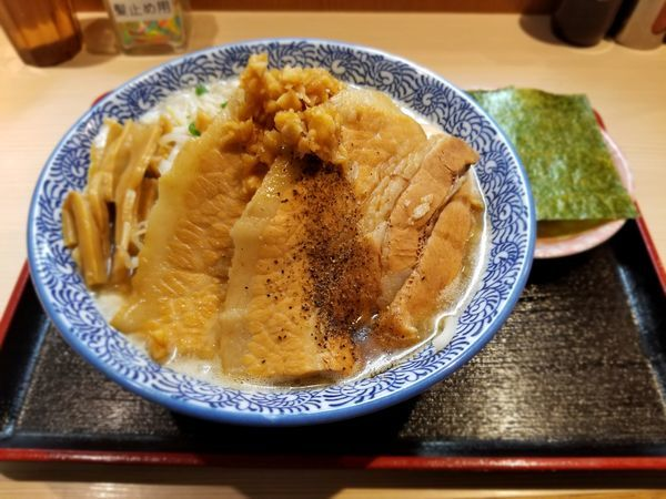 「背脂らー麺」@らー麺土俵 鶴嶺峰の写真