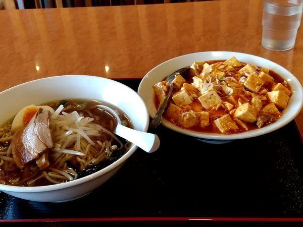 「ラーメンセット(醤油ラーメン+麻婆丼+漬物)700」@台湾料理 福祥居の写真