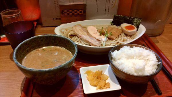 「鶏白湯魚介つけ麺大盛り ライス 小」@ヒキュウの写真