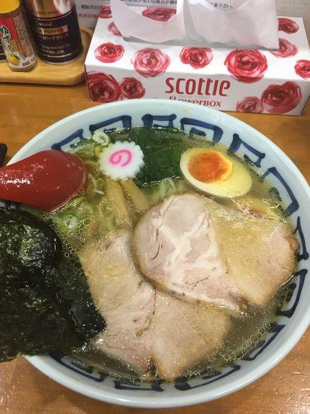 「塩そば 味玉入り」@とら食堂 松戸分店の写真