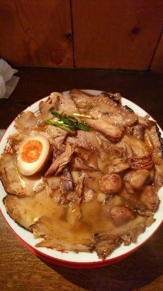 「焼豚ラーメン、肉増し、大盛、半辛、ニンニク」@焼豚ラーメン 三條の写真
