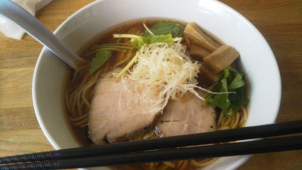 「醤油らーめん+大盛」@湖麺屋 Reel Cafeの写真