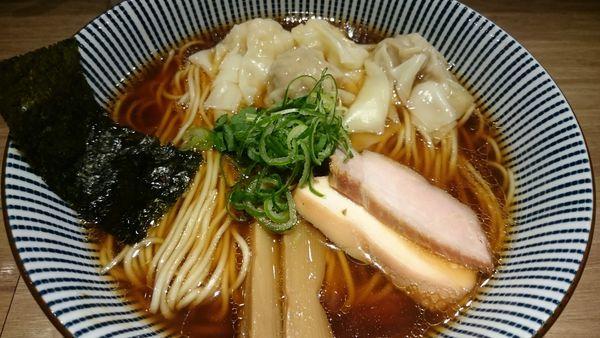 「黒旨にこにこワンタン麺(900円)」@中華soba いそべの写真
