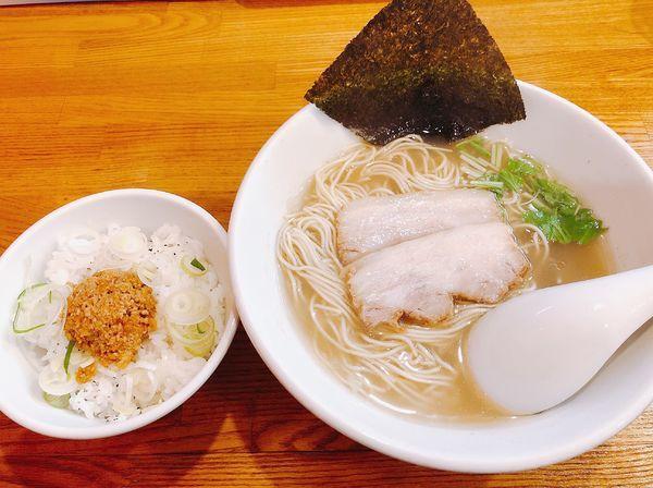 「無化調塩ラーメン、ミンチ飯」@らーめん 空王士の写真