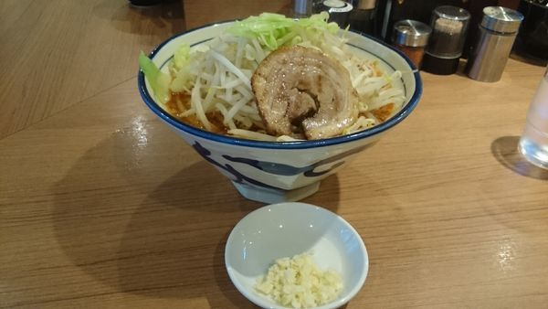 「限定麻辣とんこつ・大盛(ヤサイアブラ)¥890」@らーめん勇の写真